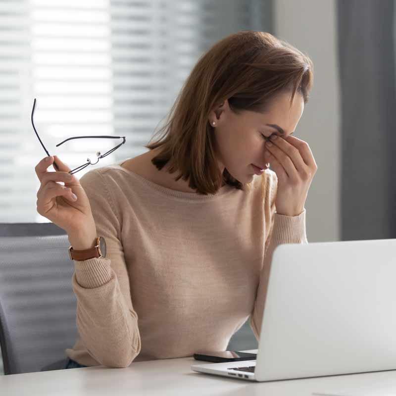 Office-Eye-Syndrom-Frau